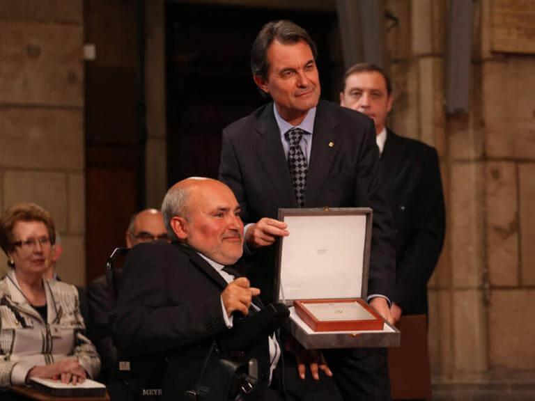 Entrega de la Creu de Sant Jordi a ECOM, per part del Molt Honorable President de Catalunya Artur Mas i Gavarró